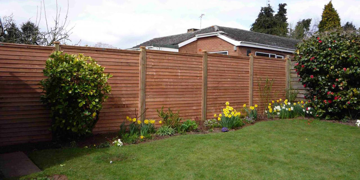 Overlap panel fence